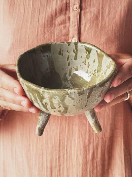 Grønn - Keramikkfat på ben D: 13 cm